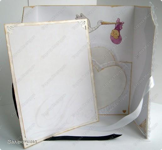 Открытка сделана на заказ. для открытки использован ажурный картон, декоративная бабочка, мужской костюм из бархатной бумаги, розочка из атласной ленточки, женский костюм из картона с эффектом льна (очень мне нравится!), платье украшено рюшами. фото 3