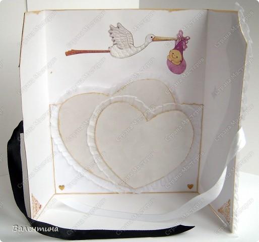Открытка сделана на заказ. для открытки использован ажурный картон, декоративная бабочка, мужской костюм из бархатной бумаги, розочка из атласной ленточки, женский костюм из картона с эффектом льна (очень мне нравится!), платье украшено рюшами. фото 4