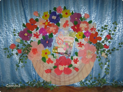 Вот с такой корзиной цветов мы в этом году встречали наших мам и бабушек. фото 3