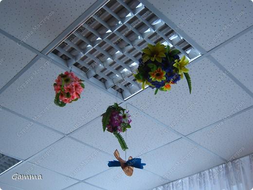 Вот с такой корзиной цветов мы в этом году встречали наших мам и бабушек. фото 7