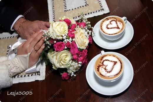 Свадебный набор: Подушечка для колец, украшение на свадебные бокалы и шампанское! На заднем плане букет невесты в моем исполнении! фото 6