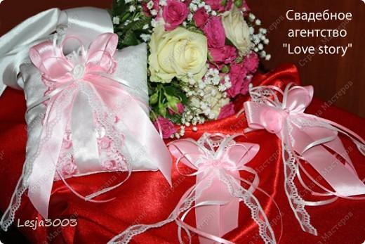 Свадебный набор: Подушечка для колец, украшение на свадебные бокалы и шампанское! На заднем плане букет невесты в моем исполнении! фото 1
