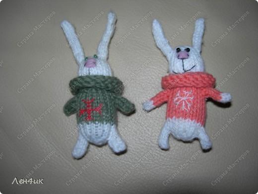 Пригласили в гости всех подаренных новогодних зайчат. Пришли только два. Остальные так хорошо прижились в новых семьях, что уходить оттуда не захотели. фото 2