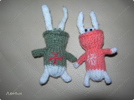 Пригласили в гости всех подаренных новогодних зайчат. Пришли только два. Остальные так хорошо прижились в новых семьях, что уходить оттуда не захотели. фото 3