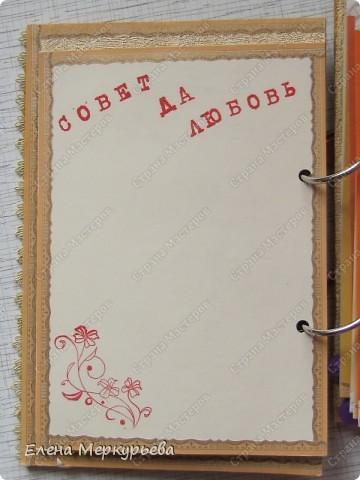 Это коробочка для альбома. Сделала из цветного картона. Украсила: бумажной кружевной салфеткой, кусочек обоев, цветочки, колокольчик с приглашения, наклейки из магазина. фото 7