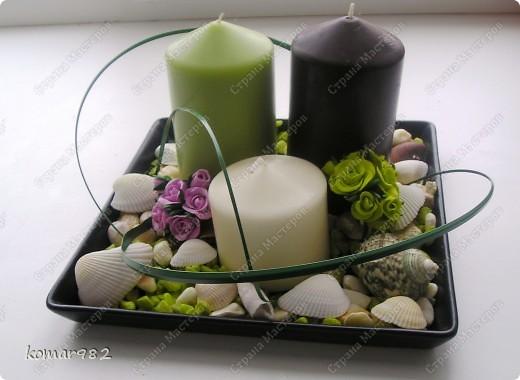 Хочу показать маленький МК, как из совершенно простых предметов можно создать милые вещицы для интерьера. Если работать с этими предметами всей семьей получается очень веселая и занимательная игра. МК я разделила на две части: первая-это украшение подсвечника, вторая - создание подставки под цветы.  Для первой работы я использовала подставку для свечей из Ikea, три свечи и остатки цветных камушек и раковин фото 11