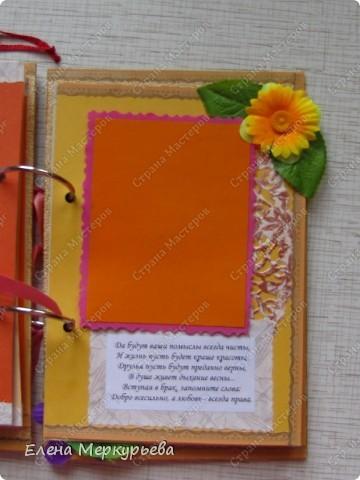 Это коробочка для альбома. Сделала из цветного картона. Украсила: бумажной кружевной салфеткой, кусочек обоев, цветочки, колокольчик с приглашения, наклейки из магазина. фото 21