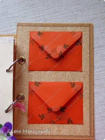Это коробочка для альбома. Сделала из цветного картона. Украсила: бумажной кружевной салфеткой, кусочек обоев, цветочки, колокольчик с приглашения, наклейки из магазина. фото 25