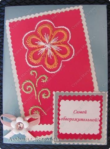 """Предлагаю вашему вниманию открытки из серии """"Самой обаятельной и привлекательной"""" для игры по скетчу http://stranamasterov.ru/node/159827. Используемые материалы: картон цветной, нитки ирис, клей, бумага. фото 1"""