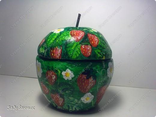 Шкатулка в форме яблока из солёного теста. И получилось у меня вот такое клубничное яблочко)) фото 3