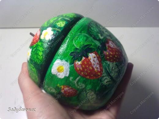 Шкатулка в форме яблока из солёного теста. И получилось у меня вот такое клубничное яблочко)) фото 7