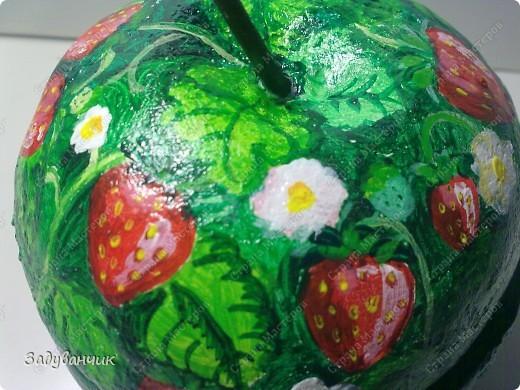 Шкатулка в форме яблока из солёного теста. И получилось у меня вот такое клубничное яблочко)) фото 4