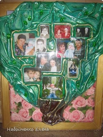 У младшего сына, в саду дали задание принести свое родословное дерево, я не стала делать на обычной бумаге, жалко потом эти работы быстро приходят в негодность, и я решила на память сделать картину в виде дерева. фото 1