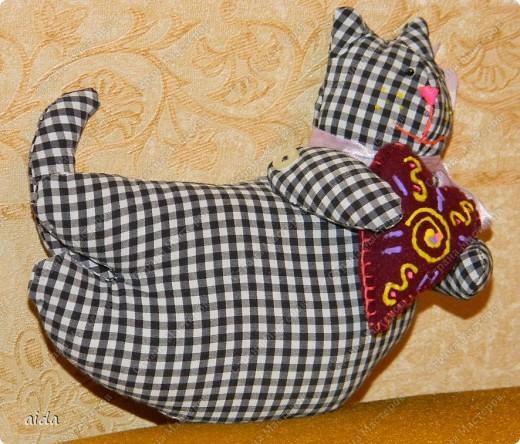"""глаза боялись, руки чесались и, как обычно, делали....зря я в свое время не ходила в кружок кройки и шитья)))....получилось нечто...похожее на кота...""""мой шахматный Франкенштейнчик""""... фото 11"""