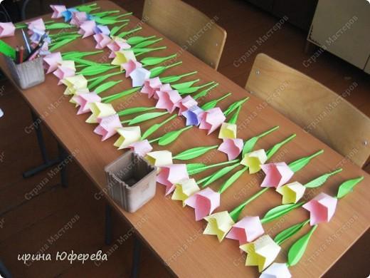 Мой 2 класс не сидит без дела. Вот эти малюсенькие цветочки они делали своими маленькими пальчиками. фото 6