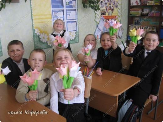 Мой 2 класс не сидит без дела. Вот эти малюсенькие цветочки они делали своими маленькими пальчиками. фото 4