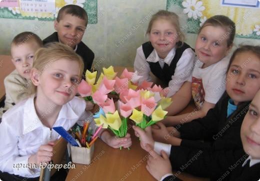 Мой 2 класс не сидит без дела. Вот эти малюсенькие цветочки они делали своими маленькими пальчиками. фото 5