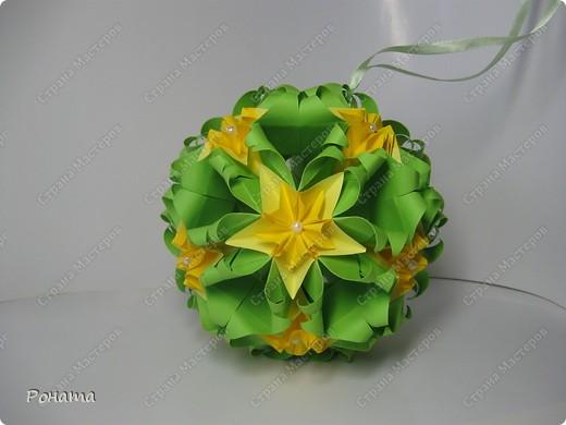 """Огромное спасибо всем Мастерам этой Чудесной Страны за вдохновение! Благодарю Амелию за МК цветочка для подвеса (http://stranamasterov.ru/node/49829)! Спасибо всем, кто """"сподвиг"""" меня на создание мастер-класса http://stranamasterov.ru/node/166225 ! Пока крутила ту кусудамку, мелькнула мысль немного лишить ее геометрии. Благодарю Томоко Фусе за основу! Представляю свое творение - кусудаму """"Нежная весна"""". Встречайте! фото 5"""