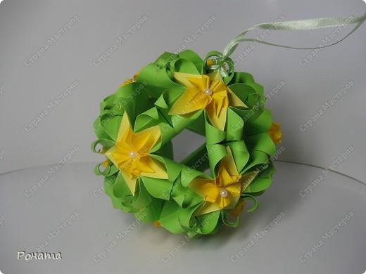 """Огромное спасибо всем Мастерам этой Чудесной Страны за вдохновение! Благодарю Амелию за МК цветочка для подвеса (http://stranamasterov.ru/node/49829)! Спасибо всем, кто """"сподвиг"""" меня на создание мастер-класса http://stranamasterov.ru/node/166225 ! Пока крутила ту кусудамку, мелькнула мысль немного лишить ее геометрии. Благодарю Томоко Фусе за основу! Представляю свое творение - кусудаму """"Нежная весна"""". Встречайте! фото 6"""