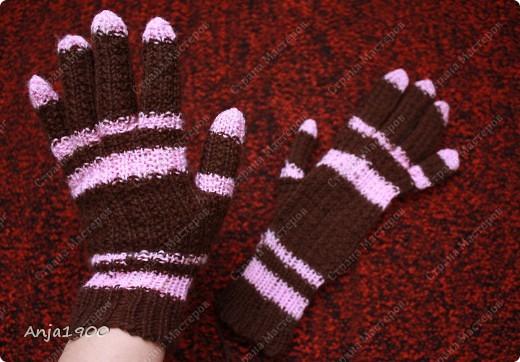 Хочу предложить вам идеи вязаных  перчаток! Времени у меня уходит - 2 вечера на 1 перчатку (не торопясь, отвлекаясь) фото 3