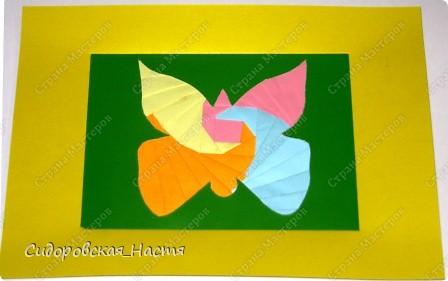 Моя первая проба в айрис фолдинге. Выбирала самую легкую форму - бабочку. Также эта бабочка имеется в работе на Пятый полет. http://stranamasterov.ru/node/157390#comment-1373968