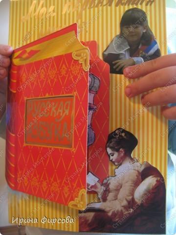 """На этот раз задача была не из простых: забрав дочку из школы, увидели, что на завтра надо раскрыть эту тему: """"Моя первая книга в школе"""". Ася сказала, что её первая книга в школе - это Русская Азбука. Затем, придя домой мы нашли стихи, цитаты, картинки. Осталось решить, как оформить. Время поджимало, и тут я вспомнила об открытке в форме книги. Ура, осталось дело за малым. Вот так, за несколько часов мы сделали проект. фото 4"""