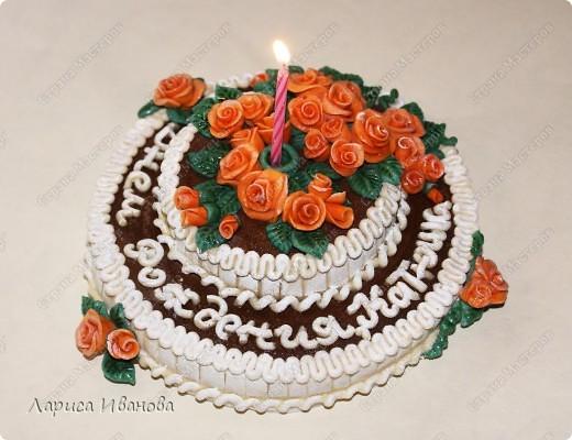 Вот такой незатейлевый тортик попросили слепить ко Дню Рождения. Диаметр - 14 см. фото 1