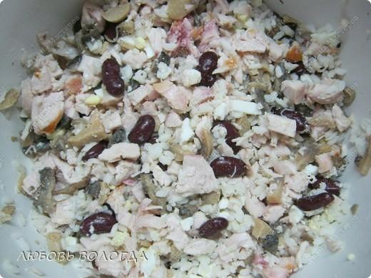 Предлагаю угоститься очень простым, но очень вкусным и сытным салатиком!  делаем давненько и очень часто, а вот не надоедает никому!