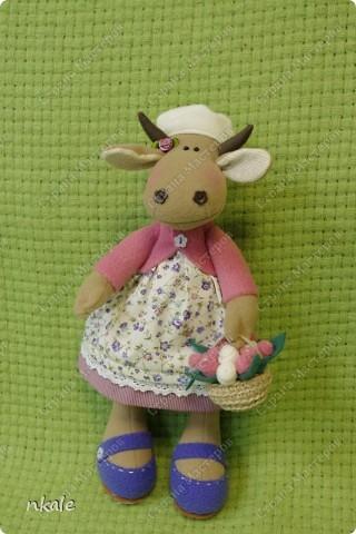 эта симпатичная коровка сшита по измененной выкройке   из PRetty  Toys  - игрушка так и называется - коровка Вакита фото 18