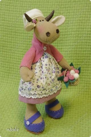 эта симпатичная коровка сшита по измененной выкройке   из PRetty  Toys  - игрушка так и называется - коровка Вакита фото 1
