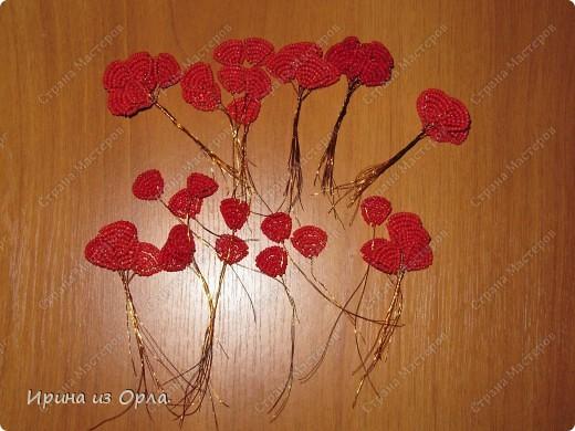"""Продолжаю """"болеть"""" бисером.  Теперь у меня появился горшочек с красными розами.  фото 5"""