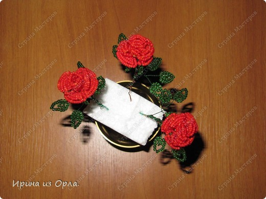 """Продолжаю """"болеть"""" бисером.  Теперь у меня появился горшочек с красными розами.  фото 10"""