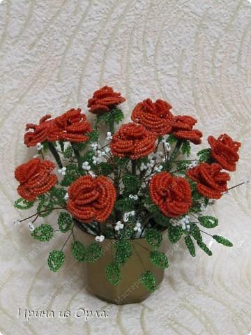 """Продолжаю """"болеть"""" бисером.  Теперь у меня появился горшочек с красными розами.  фото 2"""