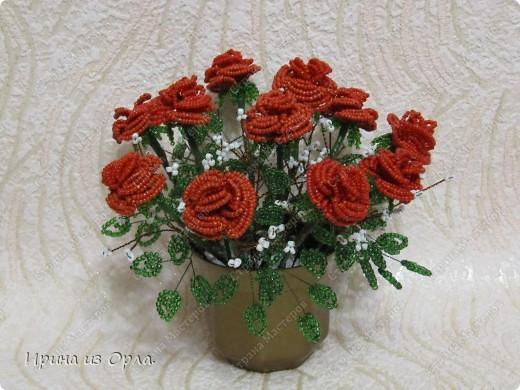 """Продолжаю """"болеть"""" бисером.  Теперь у меня появился горшочек с красными розами.  фото 1"""