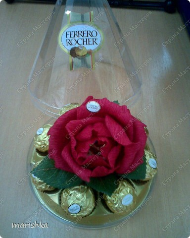 Была у меня коробочка от конфет Ferrero Rocher. Конфеты быстро скушали, а вот коробочка осталась. Вот я и решила снова заполнить эту коробочку... фото 1