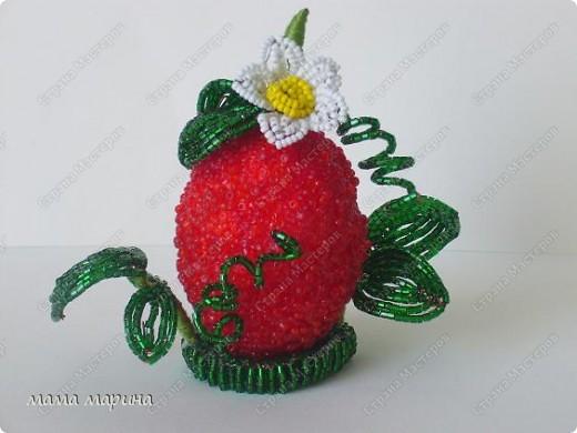 Сегодня доделала свою ягодку , так она мне нравится , на солнышке листочки так блестят , само очарование. фото 1