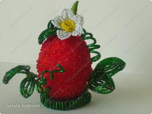 Сегодня доделала свою ягодку , так она мне нравится , на солнышке листочки так блестят , само очарование. фото 2