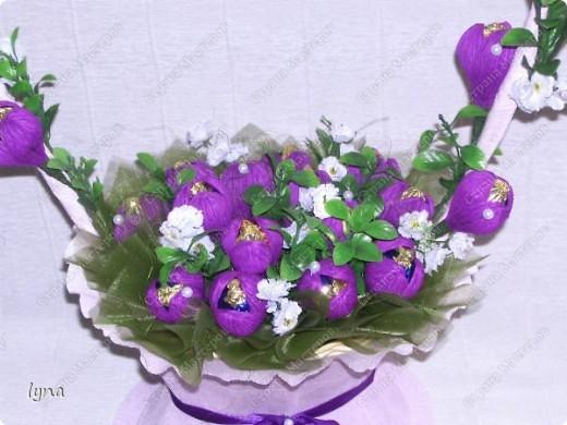 "корзинка с лилиями,в нутри конфеты ""Рококо"" фото 8"