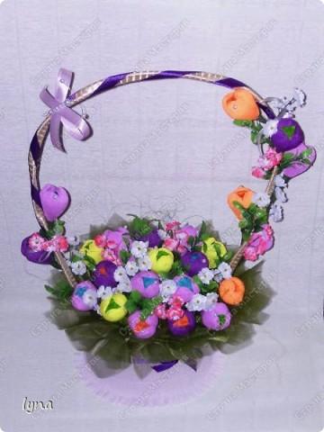 "корзинка с лилиями,в нутри конфеты ""Рококо"" фото 10"