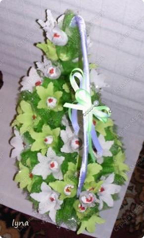 "корзинка с лилиями,в нутри конфеты ""Рококо"" фото 4"