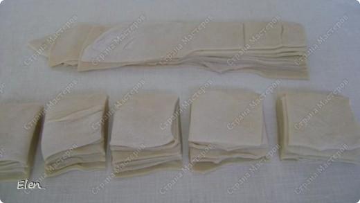Узбекская разновидность пельменей чем-то напоминает китайские вонтоны. Их делают очень маленькими и подают вместе с бульоном и овощами. В остальном же технология приготовления похожа на русскую. Используется тот же состав продуктов, но в начинке согласно мусульманским традициям исключена свинина. Еще одно сходство с китайской кухней - узбекские пельмени подают с уксусным соусом, готовят также подливы из нашинкованной зелени, помидор и острого перца. фото 5