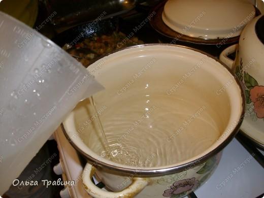 Дочке на 8 марта подарили набор для японской еды. Вот и решили мы сегодня эту посуду обновить. Готовили суп мисо первый раз, но вроде неплохо получилось, кстати готовиться быстро. фото 9