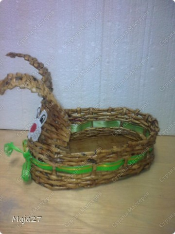 Корзинка с пасхальными яичками.Цветы сделала из капрона. фото 3