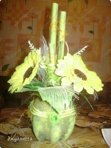 эта ваза декорирована ракушками,т.е. сами цветы из ракушек,добавлены стеклянные шарики.ваза покрыта черной эмалью поверх которой нанесен колер розового цвета,причем эмаль должна быть невысохшей,что при контакте с колером даёт трещины и создаётся очень интересная фактура) фото 23