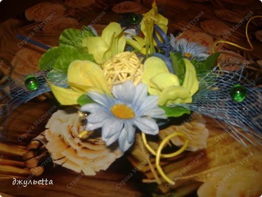эта ваза декорирована ракушками,т.е. сами цветы из ракушек,добавлены стеклянные шарики.ваза покрыта черной эмалью поверх которой нанесен колер розового цвета,причем эмаль должна быть невысохшей,что при контакте с колером даёт трещины и создаётся очень интересная фактура) фото 26