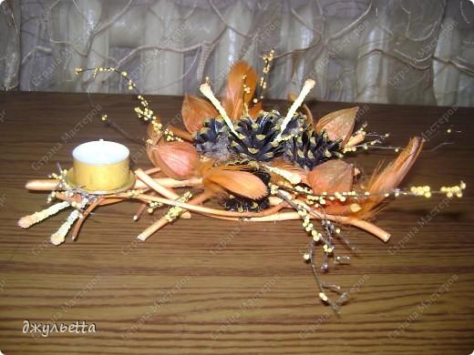 эта ваза декорирована ракушками,т.е. сами цветы из ракушек,добавлены стеклянные шарики.ваза покрыта черной эмалью поверх которой нанесен колер розового цвета,причем эмаль должна быть невысохшей,что при контакте с колером даёт трещины и создаётся очень интересная фактура) фото 30