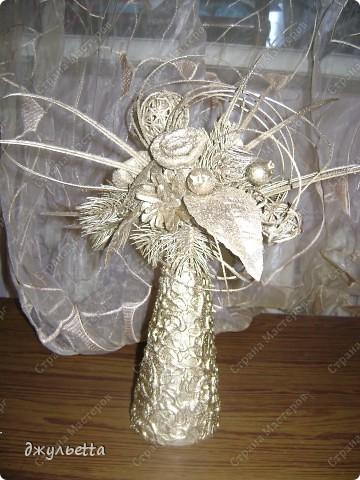 эта ваза декорирована ракушками,т.е. сами цветы из ракушек,добавлены стеклянные шарики.ваза покрыта черной эмалью поверх которой нанесен колер розового цвета,причем эмаль должна быть невысохшей,что при контакте с колером даёт трещины и создаётся очень интересная фактура) фото 35
