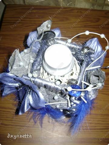 эта ваза декорирована ракушками,т.е. сами цветы из ракушек,добавлены стеклянные шарики.ваза покрыта черной эмалью поверх которой нанесен колер розового цвета,причем эмаль должна быть невысохшей,что при контакте с колером даёт трещины и создаётся очень интересная фактура) фото 36