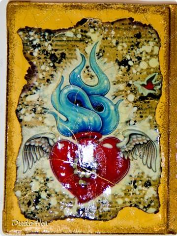 Синтетическая обложка, декорированная в технике декупаж, искусственно состаренная кракелюрным лаком. В декоре использовалась распечатка работы художника Caia Koopman. фото 3