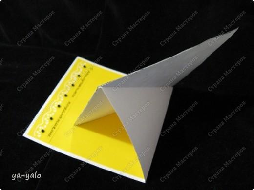 """Дорогие мастерицы и мастера! Вот ещё одна интересная и эффектная форма открытки. Когда я сделала открытку-стойку """"УГОЛОК"""", у меня возникла мысль приклеить на этот уголок-треугольник квадрат, для увеличения площади, которую можно украсить. Но вот вчера вечером наткнуласьь именно на такую открытку в блоге у ЮЛЕНЫ http://www.liveinternet.ru/users/urlena/post155120629/ Там есть ссылка на МК http://stempeleinmaleins.blogspot.com/2011/03/twisted-easel-karte.html фото 3"""